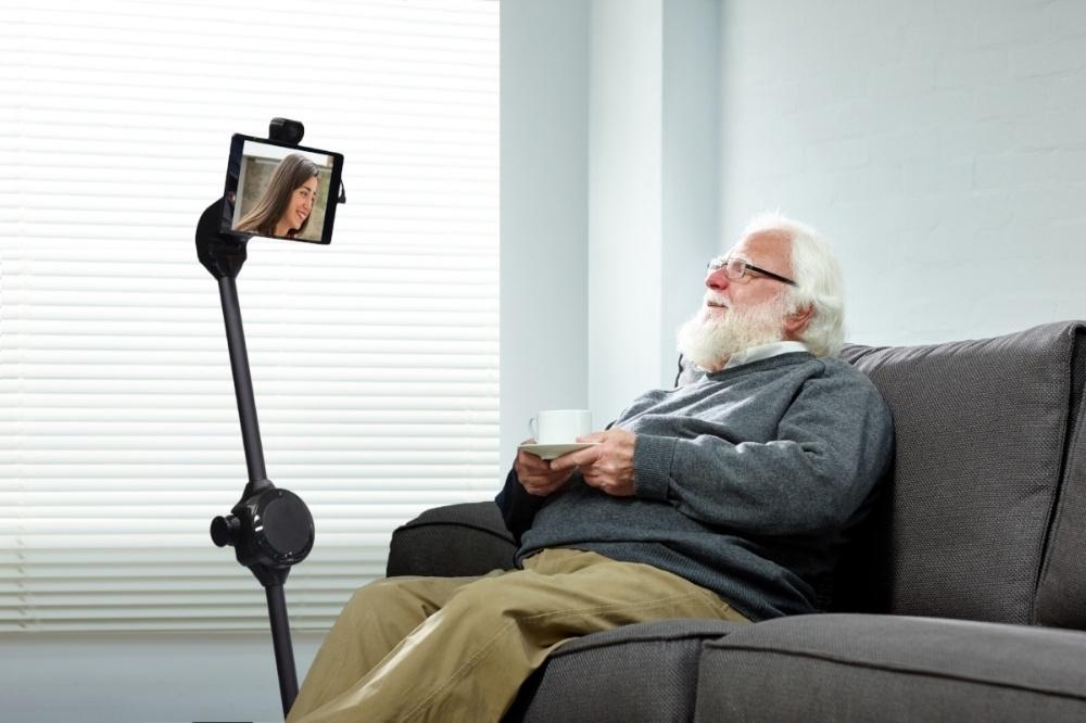 telepresence_robot_grandpa_talking.jpg